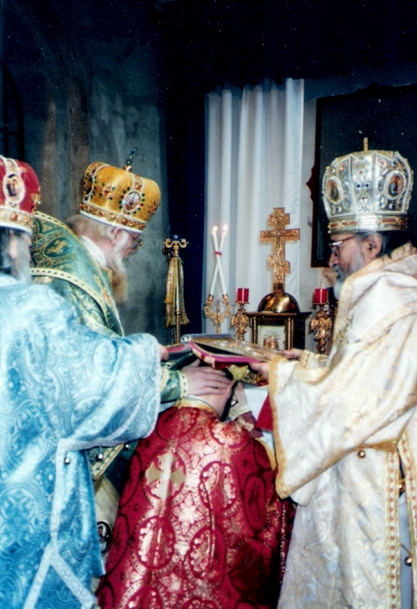 Metropolitan Vigilij of Paris (Patriarchate of Kiev), Metropolitan Evlogji (Patriarchate of Kiev) and Bishop Vassilij (Patriarchate of Kiev), consecrate the First bishop in Western Europe under the jurisdiction of His Holiness Patriarch Filaret