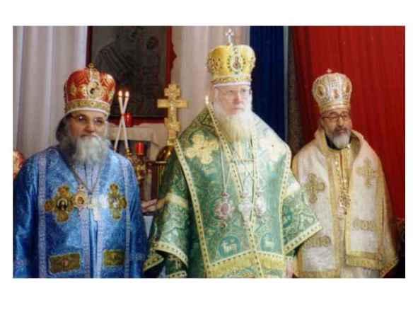 His Holiness Patriarch Filaret with HB Evloghios of Milan, Vasilij of Ostia and Vigilij of Paris (the three Bishops my consecrators in 1995 under the Patriarchate of Kiev. Святійший Патріарх Філарет з Блаженнішим Євлогій Мілана, Василь Остії і ВИГИЛІЙ Парижа. Ці три єпископи хіротонізований на єпископа мене в 1995 році. Це сталося відразу після того як ми повернулися з Києв в Італії. У Києві ми брали участь у виборах Святійшого Патріарха Філарета (жовтень 1995).