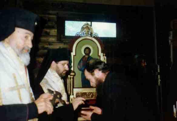 Грудень 1995 - архієпископ Володимир з митрополитом ВІГІЛІЙ Парижа у Великій монастиря Святого Архангела Михайла у Франції (Київського патріархату)